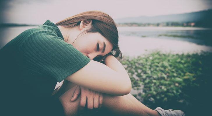 恋の病で落ち込む女性