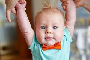 ネクタイをした赤ちゃん