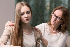 娘を説得する母
