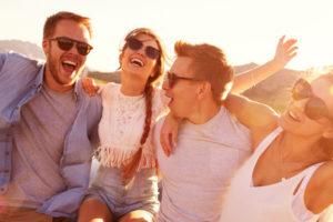 笑顔の人々