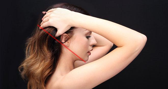 女性の顎と耳のライン