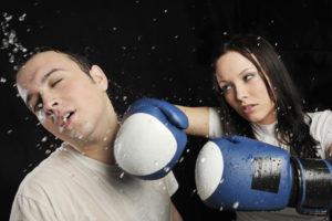 ボクシングをしている男女