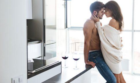 キスしようとしているカップル