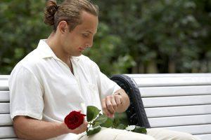 バラを持つ男
