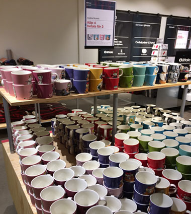 多くのマグカップ