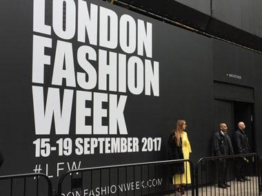 ロンドンファッションウィークの看板