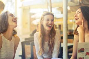 笑顔の女達