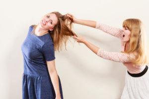 喧嘩する女