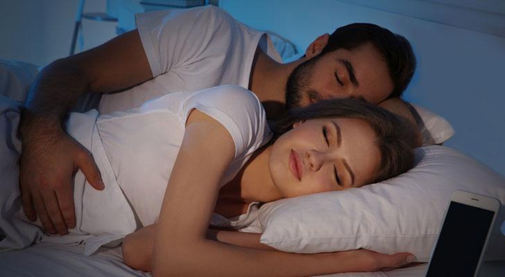 彼氏と添い寝すると幸せ