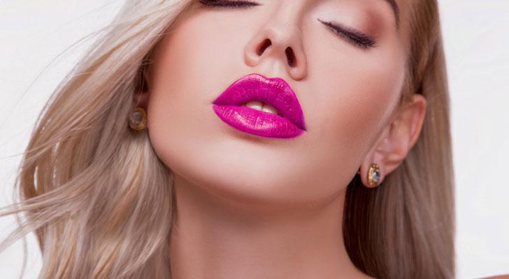 唇が厚い女性