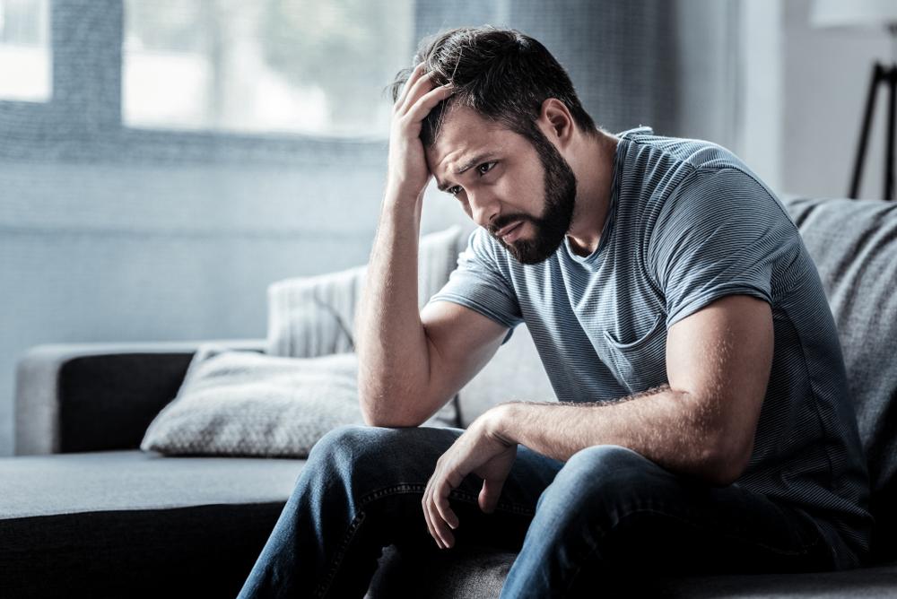 恋の病で涙もろくなる男性