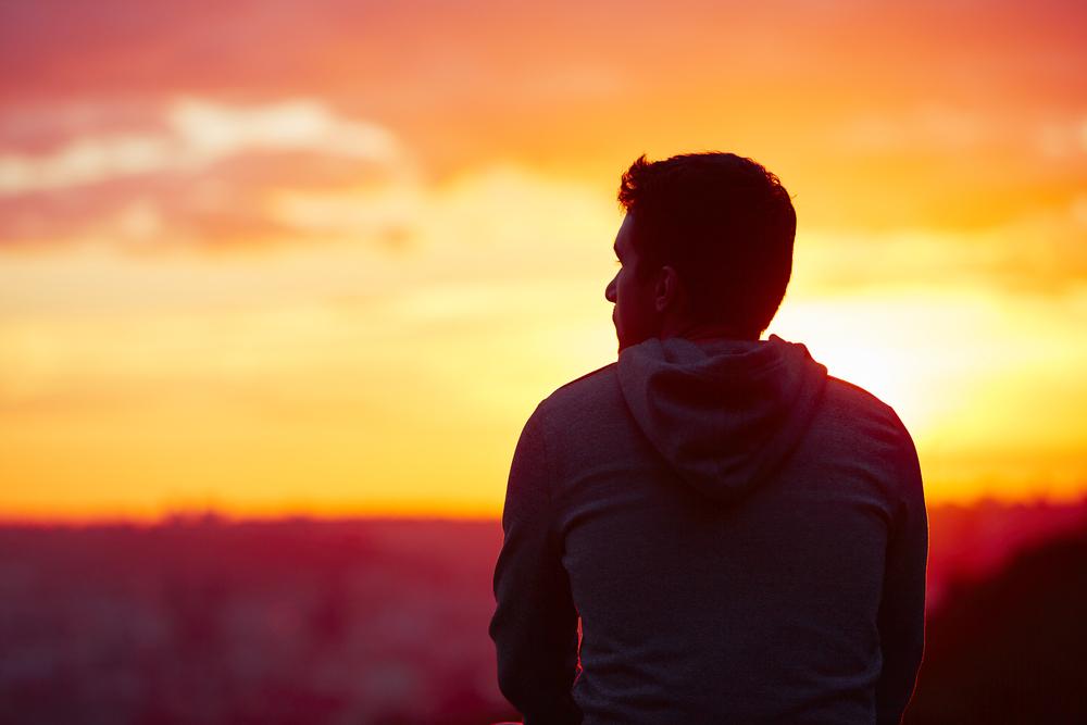 遠距離で会えず寂しそうな彼氏の夢を見た彼女
