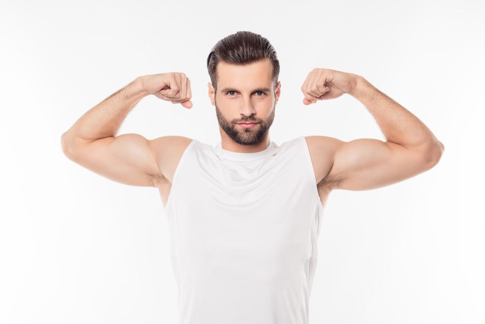 男性が筋肉アピール