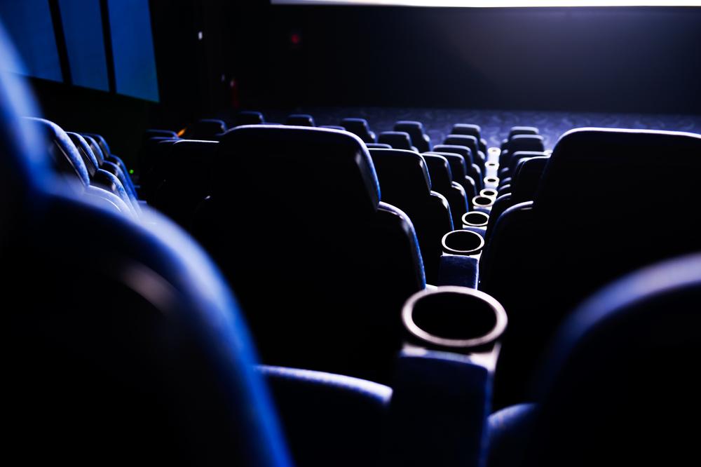 映画館で映画を観る夢