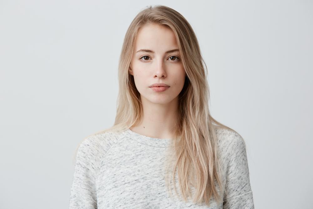 笑顔が少ない女性