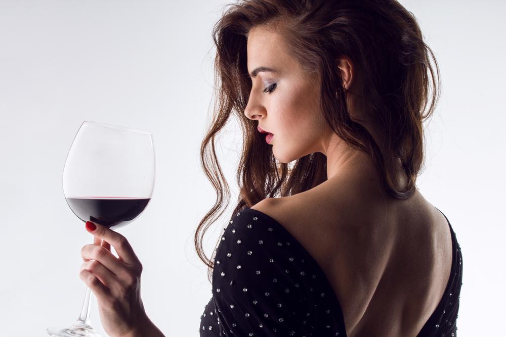 ワイン好きな女性