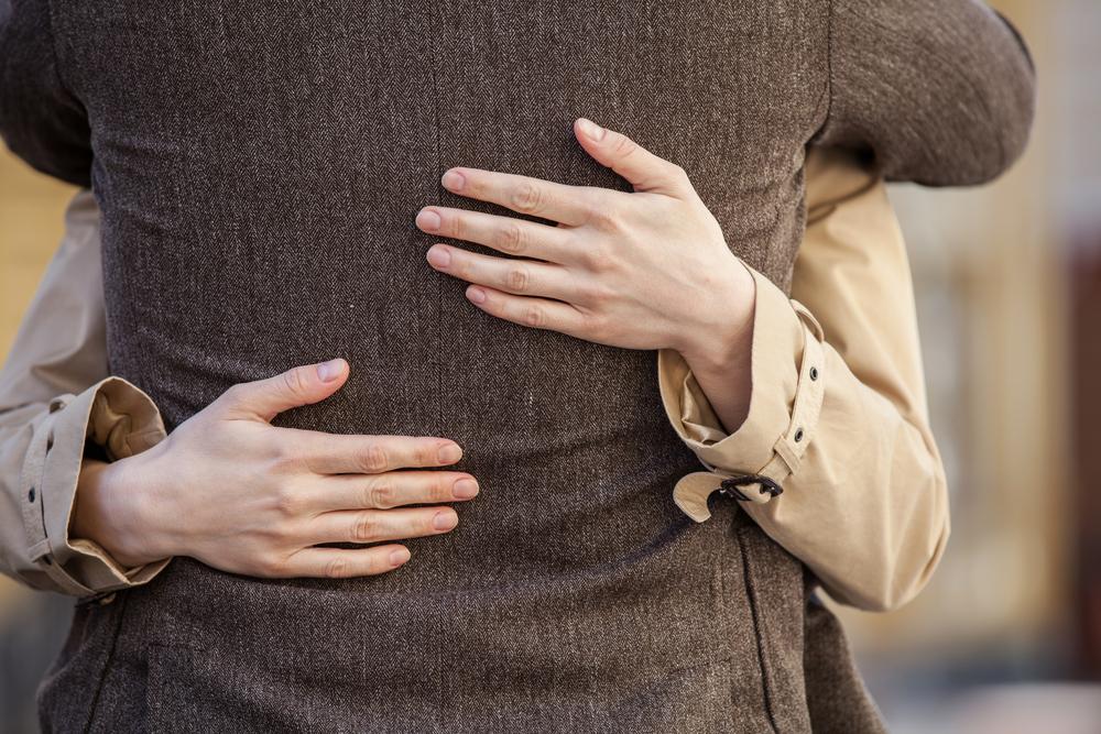 付き合う前に抱きしめる男